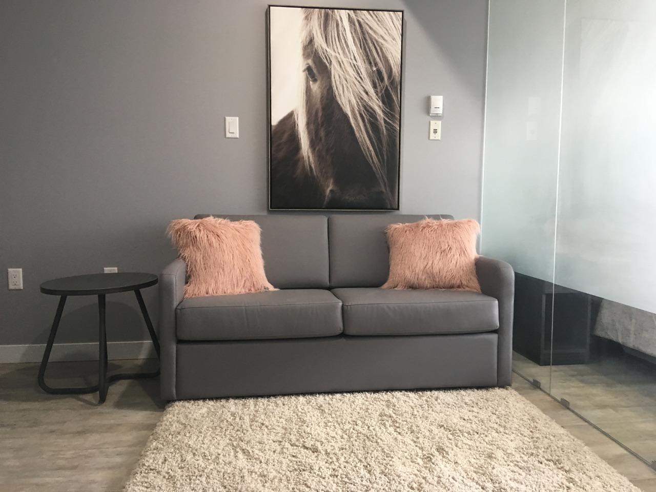 https://metro1827.ca/wp-content/uploads/2018/04/Couch1.jpg