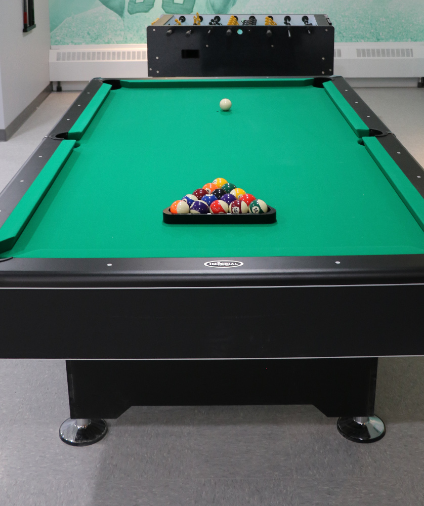 https://metro1827.ca/wp-content/uploads/2018/05/Pool-Table-3.jpg
